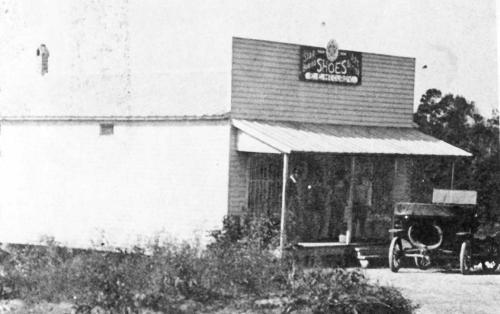 E. E. McCurdy store in 1918